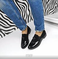 Фирменные женские туфли в стиле оксфорд. Изготовлены из лакированной черной кожи и замши.
