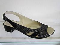 Босоножки женские замшевые на низком каблуке