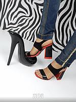 Оригинальные женские ,красно- черные босоножки на толстом каблуке.