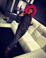 Горнолыжный костюм NYC декорирован объемными 3Dбуквами и неоновой опушкой