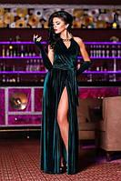 Однотонное длинное бархатное платье в пол с разрезом на юбке