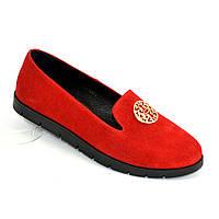 Женские замшевые туфли-мокасины на утолщенной черной подошве. Цвет красный