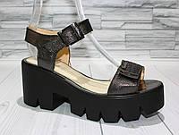 Стильные серебристые босоножки. сандалии на платформе. Натуральная кожа. 1075