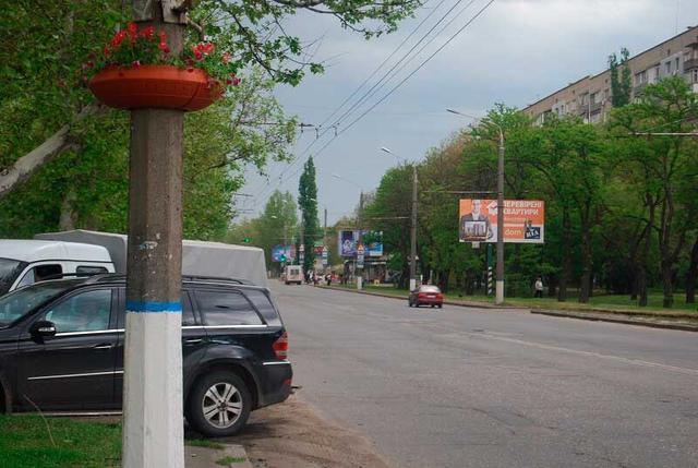 Вазон фонарный ф 900 мм для благоустройства опор вблизи дороги и в городских парках и скверах