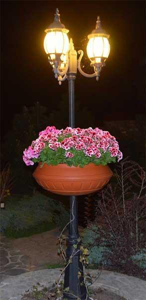 Вазон фонарный ф 600 мм для украшение осветительных опор в парках и скверах Вашего города