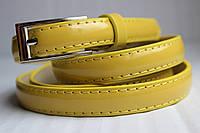 Желтый лаковый узкий женский ремень