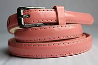 Розовый лаковый узкий женский ремень