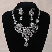 Набор бижутерии под серебро с прозрачными камнями, колье и серьги