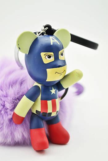 Брелок помпон с мультяшкой с натуральным мехом медведь капитан Америка с помпоном