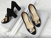 Женские туфли из натурального качественного замша черного цвета, оригинально украшена брошью 35-40