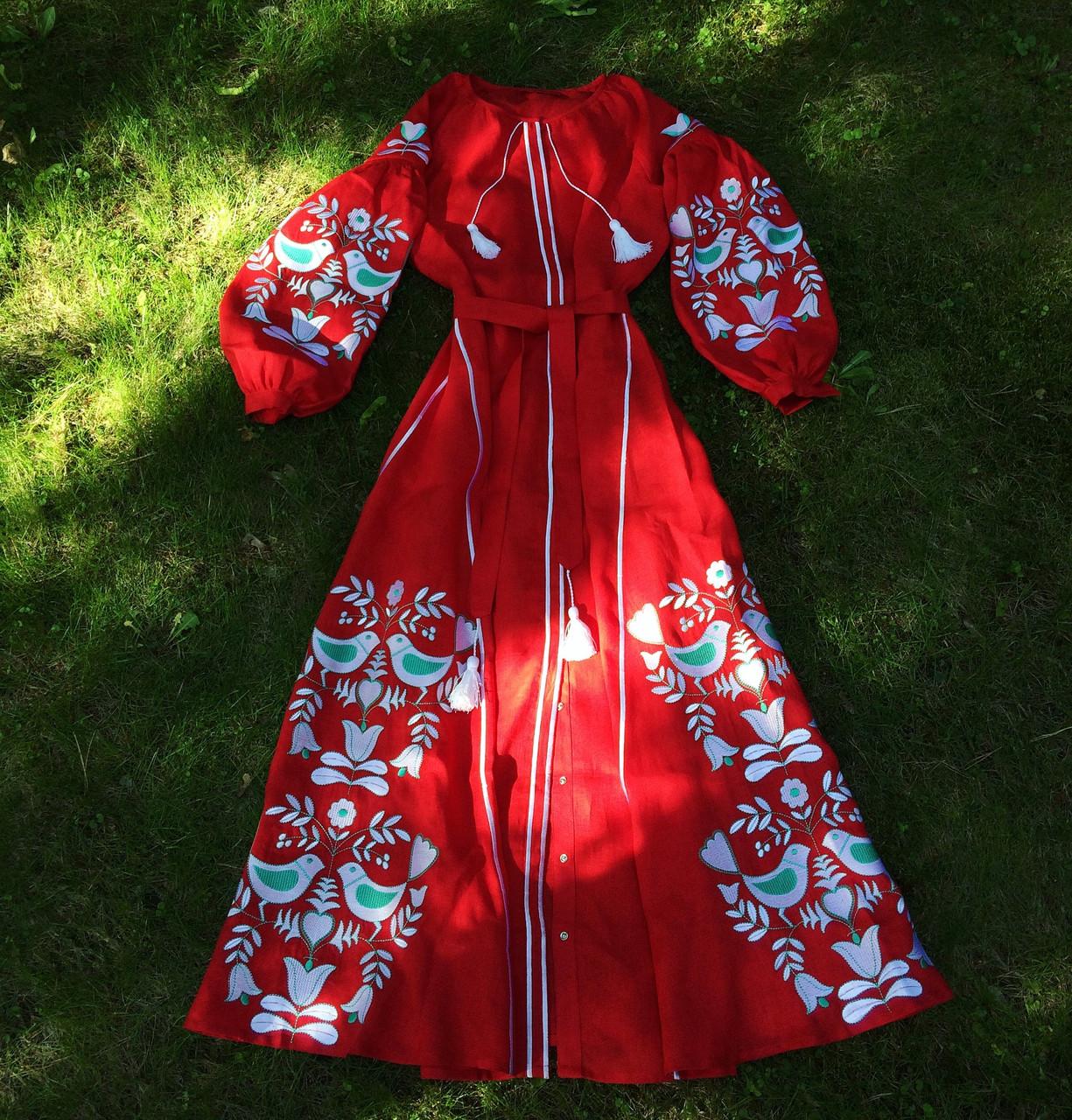 f174b913e8142a Довга льняна сукня з вишитими клинцями червоний льон вишивка гладь дерево з  птахами