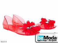Необычные женские босоножки Violeta red из силикона с декоративным цветком и камнями красные