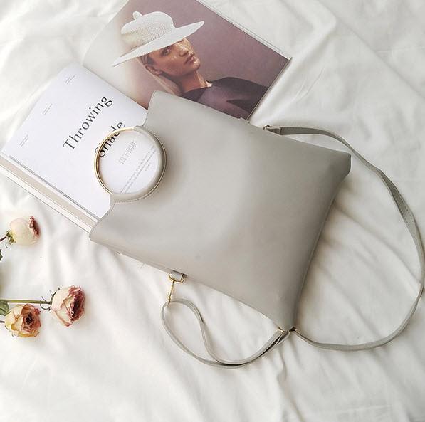 Стильна міська сумка з ручками кільцями і клатчем