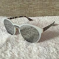 Женские солнцезащитные зеркальные очки Dior в белой оправе со змеиным принтом, фото 1