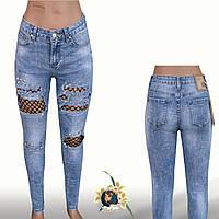 Джинсы женские зауженные Slim рваные с чёрной сеткой Anule голубого цвета