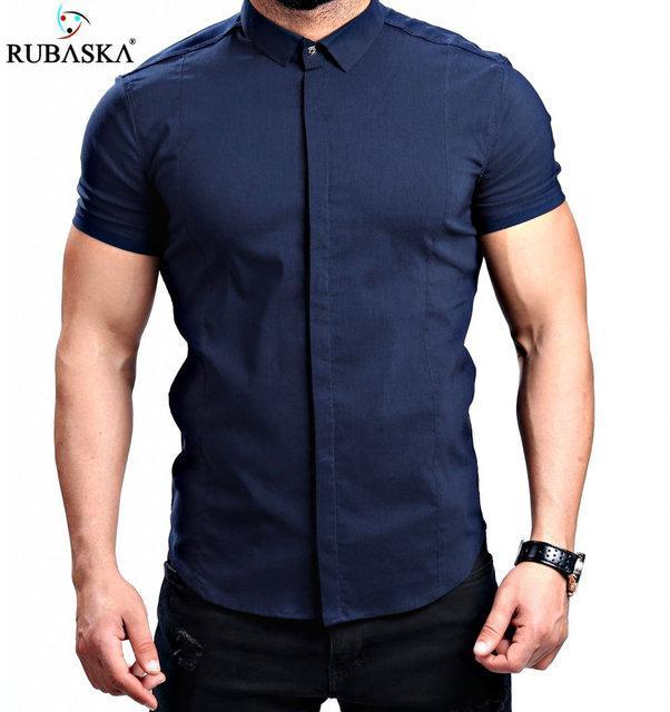 Однотонная темно-синяя мужская рубашка с коротким рукавом
