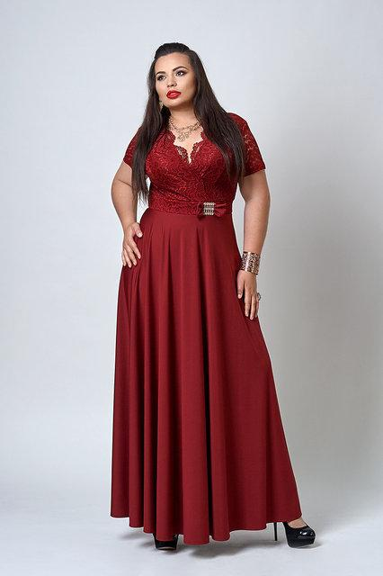 Жіноче плаття в підлогу з красивим декольте бордового кольору