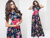 Синее длинное шелковое платье в цветы