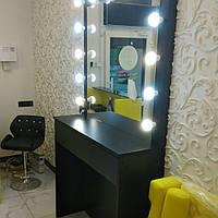 Рабочее место визажиста / парикмахера. Зеркало с лампочками