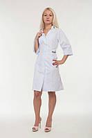 Оригинальный женский медицинский белый халат декорированый вышивкой