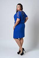 Легкое платье украшено гипюром