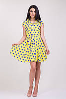 Женское желтое платье в синий горох