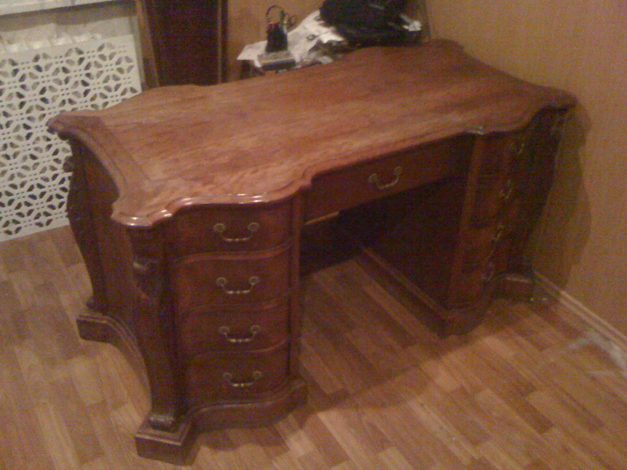 Продается стол министра Великобритании. Репродукция 18 века. Сделан во Франции. Чиппендейл. Черешня.