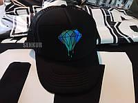 Кепка-тракер с алмазом черная