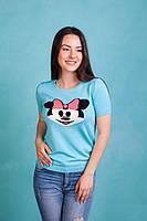 Стильная голубая футболка