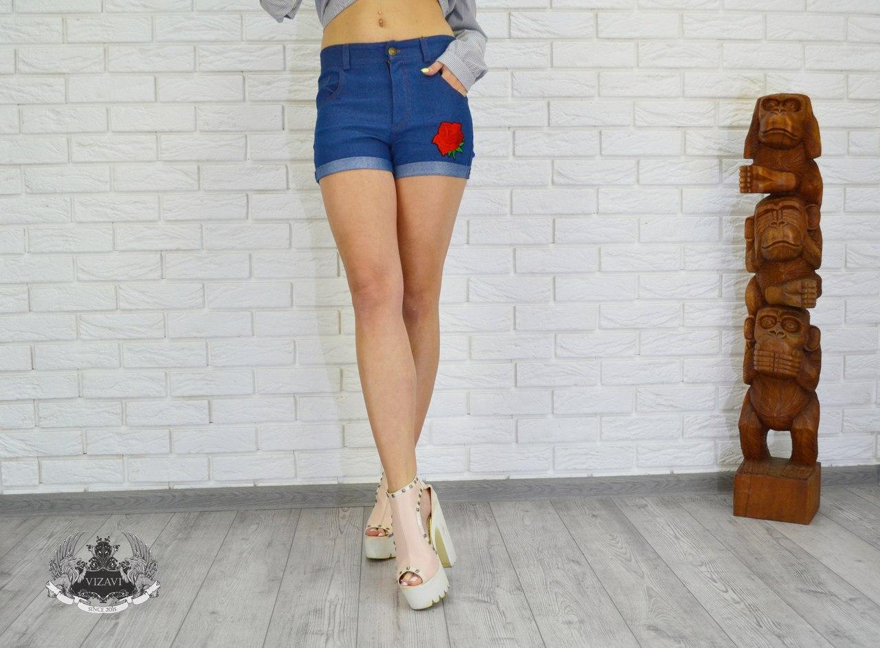 Джинсовые шорты с розой