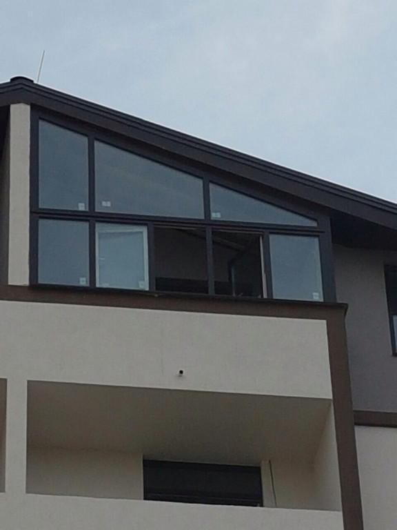 Оригинальный балкон на последнем этаже таунхауса