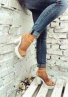 Женские замшевые  босоножки на высоком каблуке.