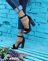 Женские замшевые черные босоножки на высоком каблуке.