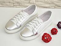 Женские туфли на утолщенной плоской подошве, натуральная кожа белого цвета и цвета серебро.