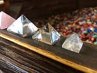 Пирамидка из горного хрусталя (S) 1,5 * 1,5 см.  Хрустальная пирамидка.
