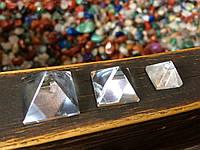 Пирамидка из горного хрусталя 1 * 1 см.  хрустальная пирамидка