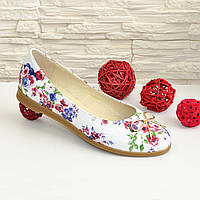 Женские туфли, из натуральной кожи с цветочным принтом, на низком ходу