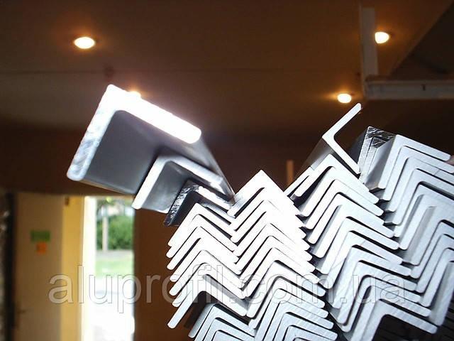 Алюминиевый профиль — уголок  размером 20х20х1