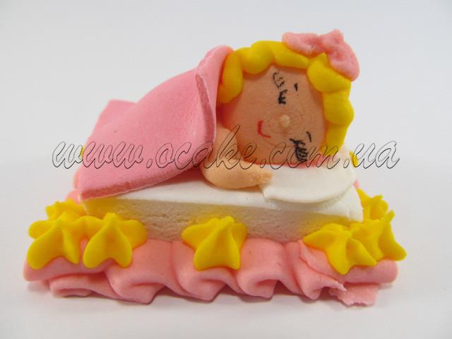 Ребеночек в кроватке девочка