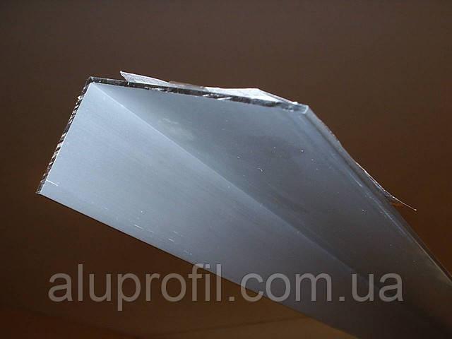 Алюминиевый профиль — уголок  размером 60х40х2