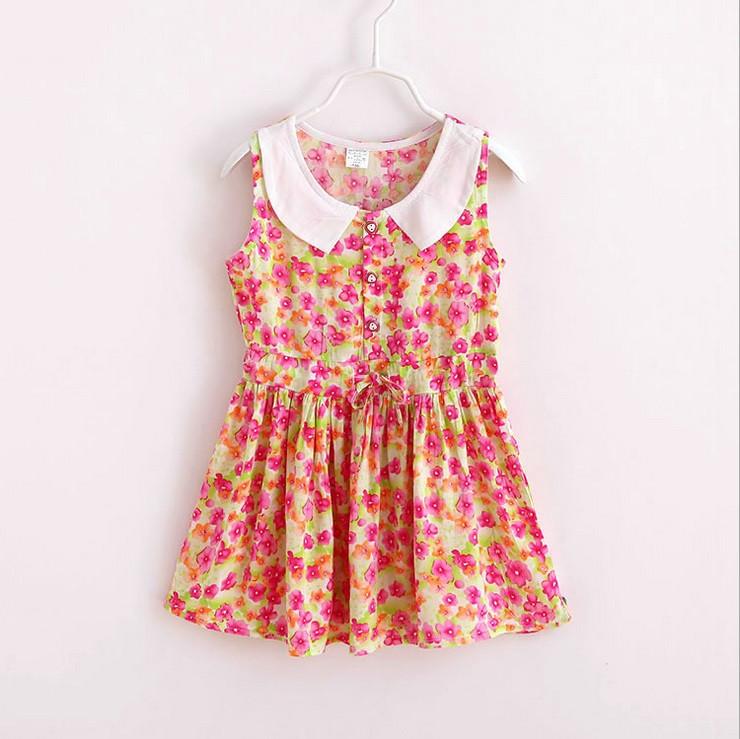 Легке літнє плаття для дівчинки.