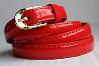 Красный лаковый узкий женский ремень