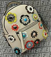 Женский модный и стильный рюкзак-сумка Fendi мини с цветами молочный