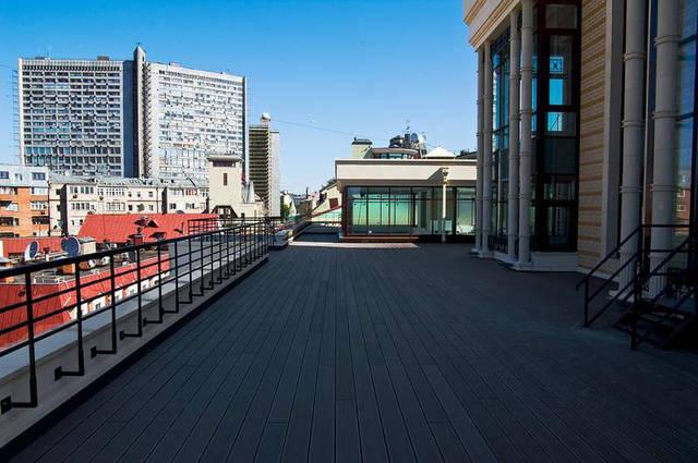 Балкон оффисного здания.