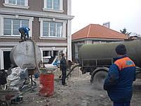 Выкачка туалетов. Выкачка био-туалета Киев. Откачка дворового туалета. Выкачка ям цена.