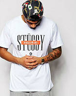Модная футболка белаяс принтом Stussy
