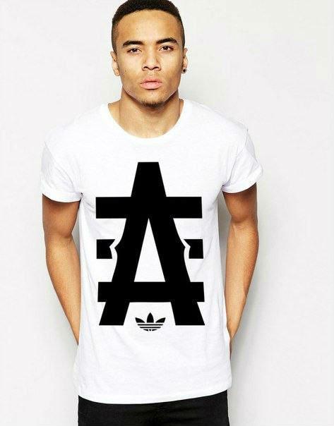 Модная мужская футболка с принтом белая