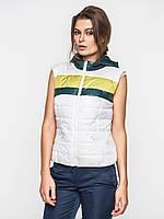 Женская спортивная жилетка из водоотталкивающей ткани на синтепоне с карманами и капюшоном 9094/1 46