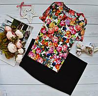 Стильный костюм: черная юбка миди + блуза с ярким принтом: дары флоры