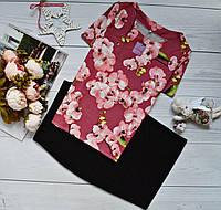 Костюм: блуза короткий рукав с ярким принтом: орхидея на бордо + юбка черная миди